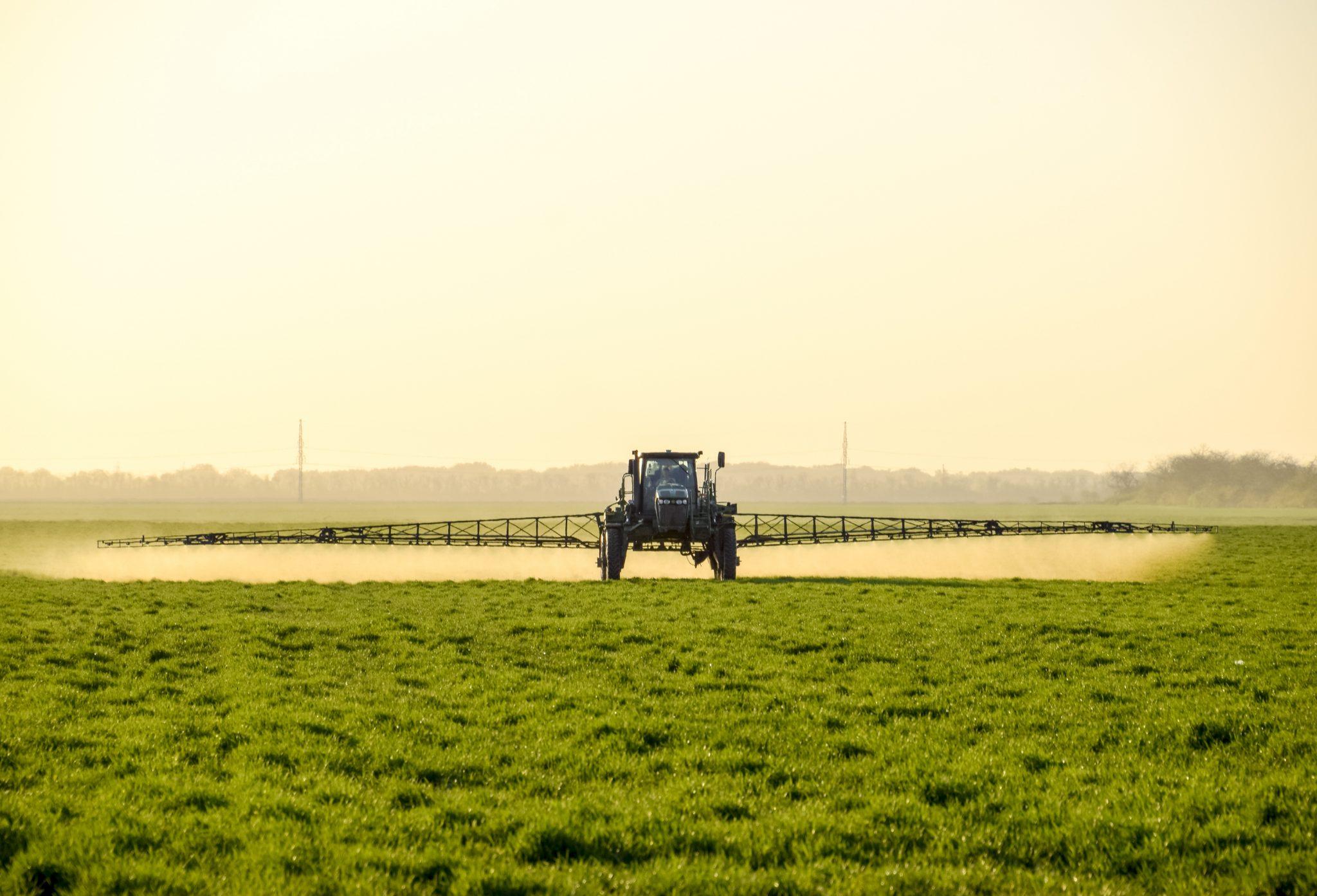 A John Deere sprayer applying nitrogen fertilizer. Image by shutterstock.com/Leonid Eremeychuk