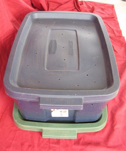 A waterproof tray under the bin can collect liquid from the bin.