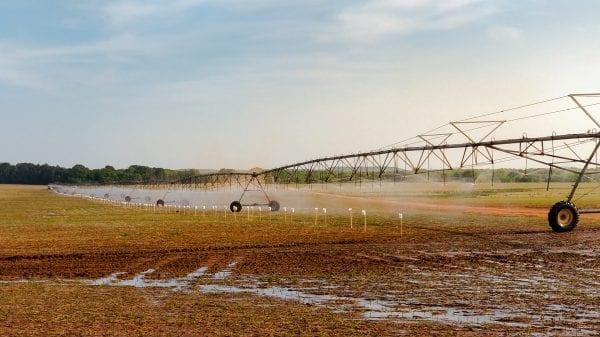 Center pivot irrigation rig
