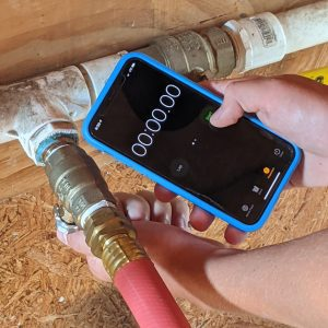 Figure 9. Turning on the water supply and starting the smartphone timer simultaneously.